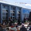 Auf der großen Sonnenterrasse können Skifahrer die legendären heißen Schokoladen genießen.
