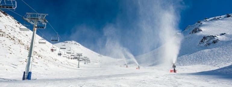 Schneekanonen sorgen während der gesamten Saison für optimale Pistenverhältnisse.