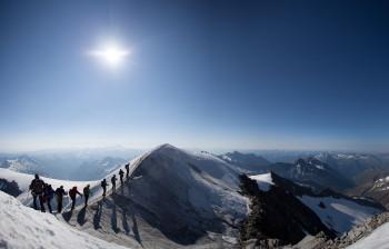 Neben den alpinen Aktivitäten lädt die unberührte und verschneite Winterlandschaft zu zahlreichen Winterwanderungen ein.
