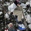 Snowboarder toben sich in der Snowboardarea am Lift1 aus
