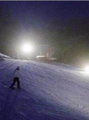 Skifahren ist am Ravensberg dank der Flutlichtanlage auch in den Abendstunden noch möglich