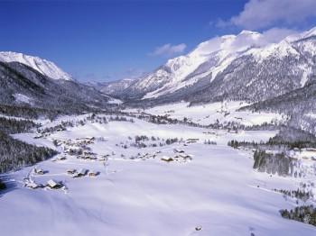 Die idyllische Landschaft in Steinberg am Rofan lädt zum Skifahren ein.