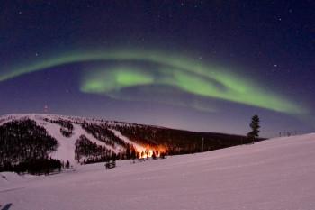 In Saariselkä wirst du bei Tag und Nacht Zeuge eines beeindruckenden Naturschauspiels.