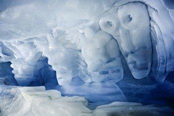 In Saas Fee gibt es auf einer Höhe von 3.500m den größten Eispavillon der Welt