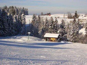 Hungrige Skifahrer kehren im Liftestüble an der Talstation ein
