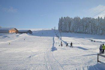 Ein 900m langer Schlepplift befördert die Gäste im Skigebiet Scheidegg