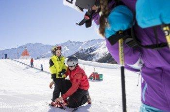 Im Tiroli Kinderland lernen die Kids das ABC des Wintersports.