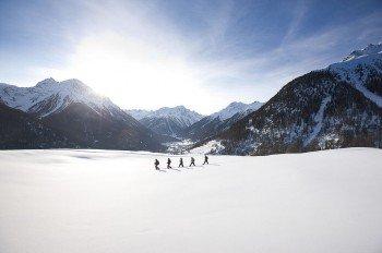 Idyllische Winterwanderwege in Scuol