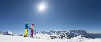 Skifahren mit Panoramablick auf der Seiser Alm