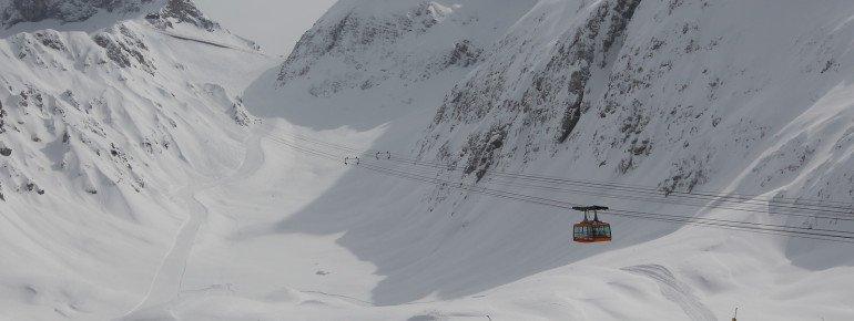 Die Prevala Seilbahn bringt die Besucher zum gleichnamigen Gipfel, von wo aus man mit dem Sedlo-Sessellift zwischen den Teilgebieten wechseln kann.