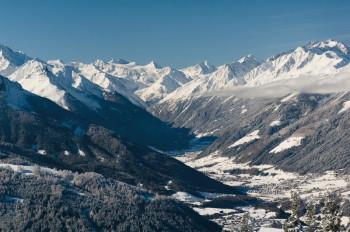 Das Stubaital in Tirol ist sowohl im Winter als auch im Sommer eine beliebte Reisedestination.