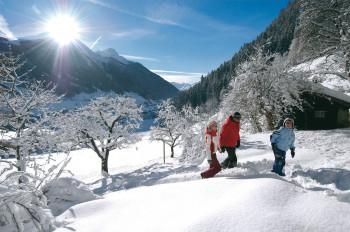Rund um die 2.717 Meter hohe Serles gibt es zahlreiche Winterwanderwege zu entdecken.