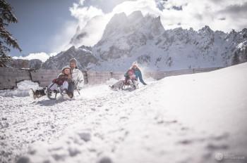 Im Skigebiet gibt es gleich drei Rodelbahnen.