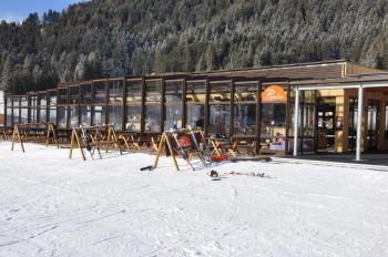 Das Punka bietet eine Cafeteria und ein Restaurant