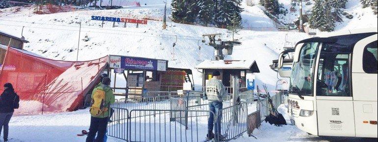 Der Skibus verkehrt jeden Samstag und Sonntag und bringt Wintersportler so stressfrei zum Skivergnügen