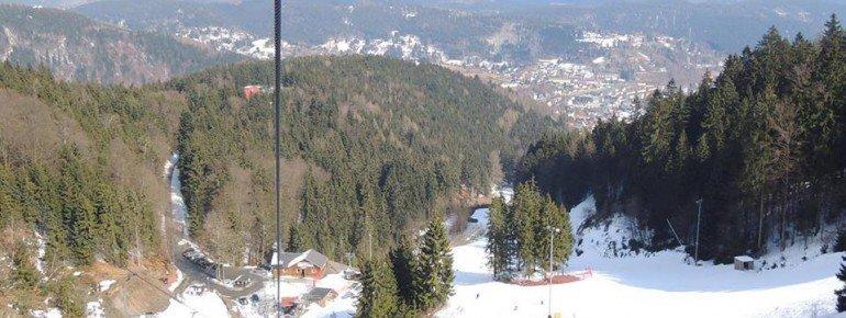 Neben zwei Schleppliften und einem Seillift befördert ein Sessellift die Wintersportler