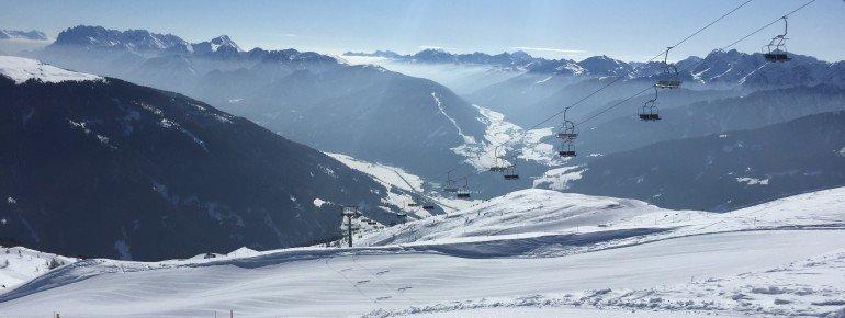Alleine der Ausblick auf die Dolomiten ist den Weg ins Skigebiet Sillian wert