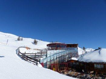 Die Schirmbar an der Bergstation der Thurntaler Gondelbahn mit besonderem Panoramablick