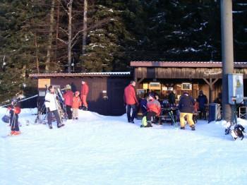 Für das leibliche Wohl ist im Ski Imbiss oberhalb des Lift 3 bestens gesorgt.