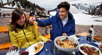 Kulinarische Spezialitäten auf den Skihütten