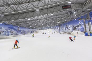 Blick auf die Piste der Skihalle.