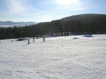 Wintersportvergnügen in Hessen - der Schlepplift am Zuckerfeld macht's möglich!