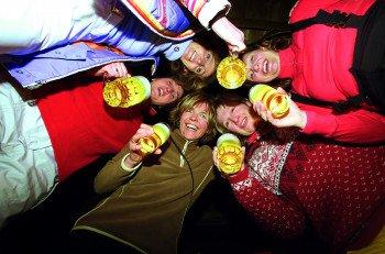 Zum Après-Ski-Vergnügen kehrt man entweder in Möppi´ Hütte, in die Alm Salettl oder das Schneewittschenhaus ein.