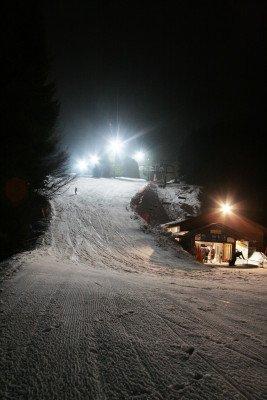 Eine der zahlreichen Flutlichtabfahrten im Skiliftkarussel Winterberg.