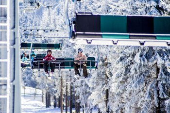 Insgesamt 13 Sessellift befördern die Wintersportler im Skigebiet Winterberg.