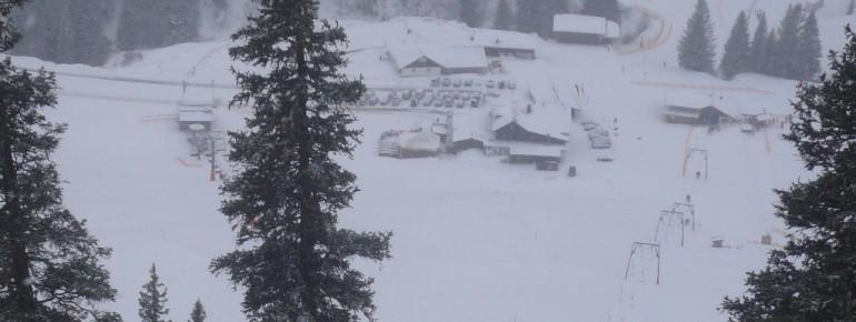 Ausblick auf die Grasgehrenhütte vom Bolgengrat (1686 m)!