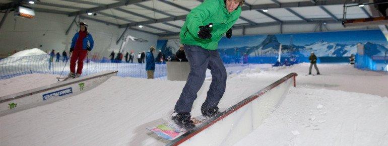 Freestyler fühlen sich im Snow Park wohl, wo sie ihre Fähigkeiten an Obstacles beweisen können