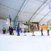 Im SnowPlanet Amsterdam lernen kleine Pistenfüchse die ersten Schwünge auf zwei Brettern