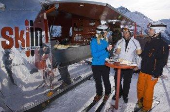 Auf 2147 Metern Höhe kann man im el paradiso Ski-In Imbiss eine kleine Verpflegungspause einlegen, ohne die Ski abschnallen zu müssen.
