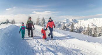 Winterwandern mit grandiosem Panoramblick auf der Steinplatte in Waidring.