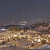 Das Bergdorf Stoos bei Nacht.