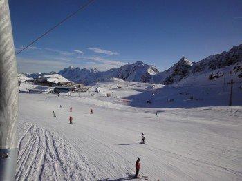 """Blick auf das """"BIG Family Ski-Camp"""" Übungsgelände am Restaurant Gamsgarten"""