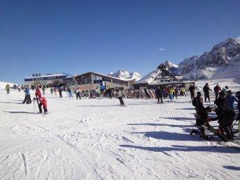 Das Schneekristall Pavillon vor dem Restaurant Gamsgarten