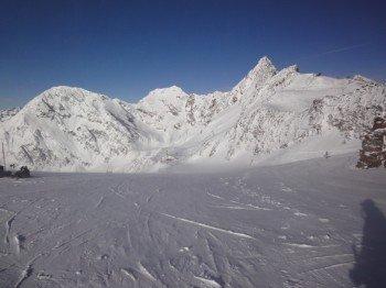 Blick von der 3150m hohen Bergstation des Gaisskarferner Lifts auf den Wildspitz Lift