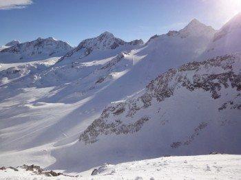 """Blick von der """"Daunhill"""" Piste Nr 22 auf die Skirouten am Rotadlkopf"""