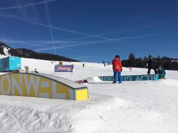 Snowboard-Training im Snowpark