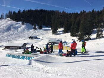 Spaß und Action im Snowpark