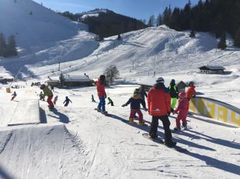 Erste Versuche im Snowpark