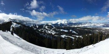 Blick oberhalb des Plunge Lifts in Richtung Gold Hill Chutes auf die beeindruckende Bergwelt um Telluride.