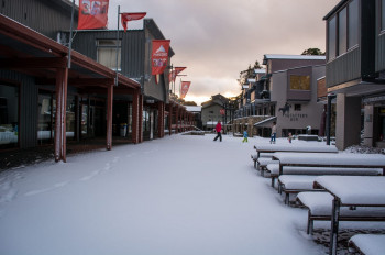 Der verschneite Skiort.