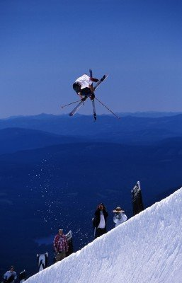Erlebe außergewöhnliche Skiabenteuer.