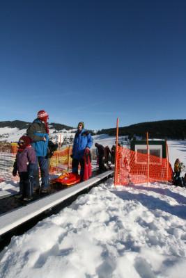 Förderband für Rodler und Skianfänger mit Rodelhang