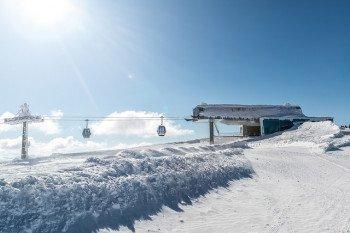 Blick auf die Gondel am Katschberg, die die Wintersportler befördert.