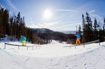 Zwei Snowparks mit rund 30 Obstacles stehen Freestylern zur Verfügung