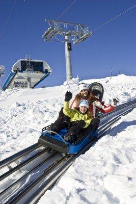 Die Alpenachterbahn Nocky Flitzer macht der ganzen Familie Spaß.