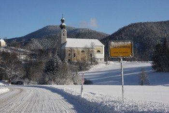 Das Wahrzeichen von Ruhpolding: die Pfarrkirche St. Georg.